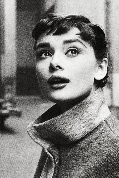 Inspiração corte de cabelo com franja Audrey Hepburn
