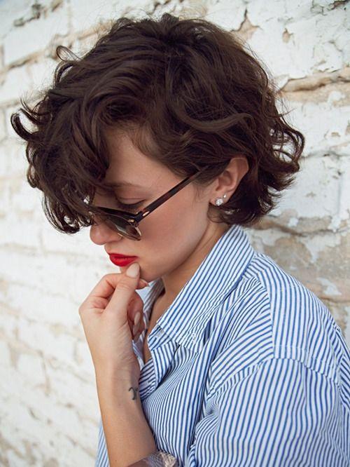 Inspiração corte de cabelo curto ondulado